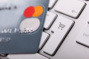 Zu prüfen ist, ob Kreditkarten extra kosten